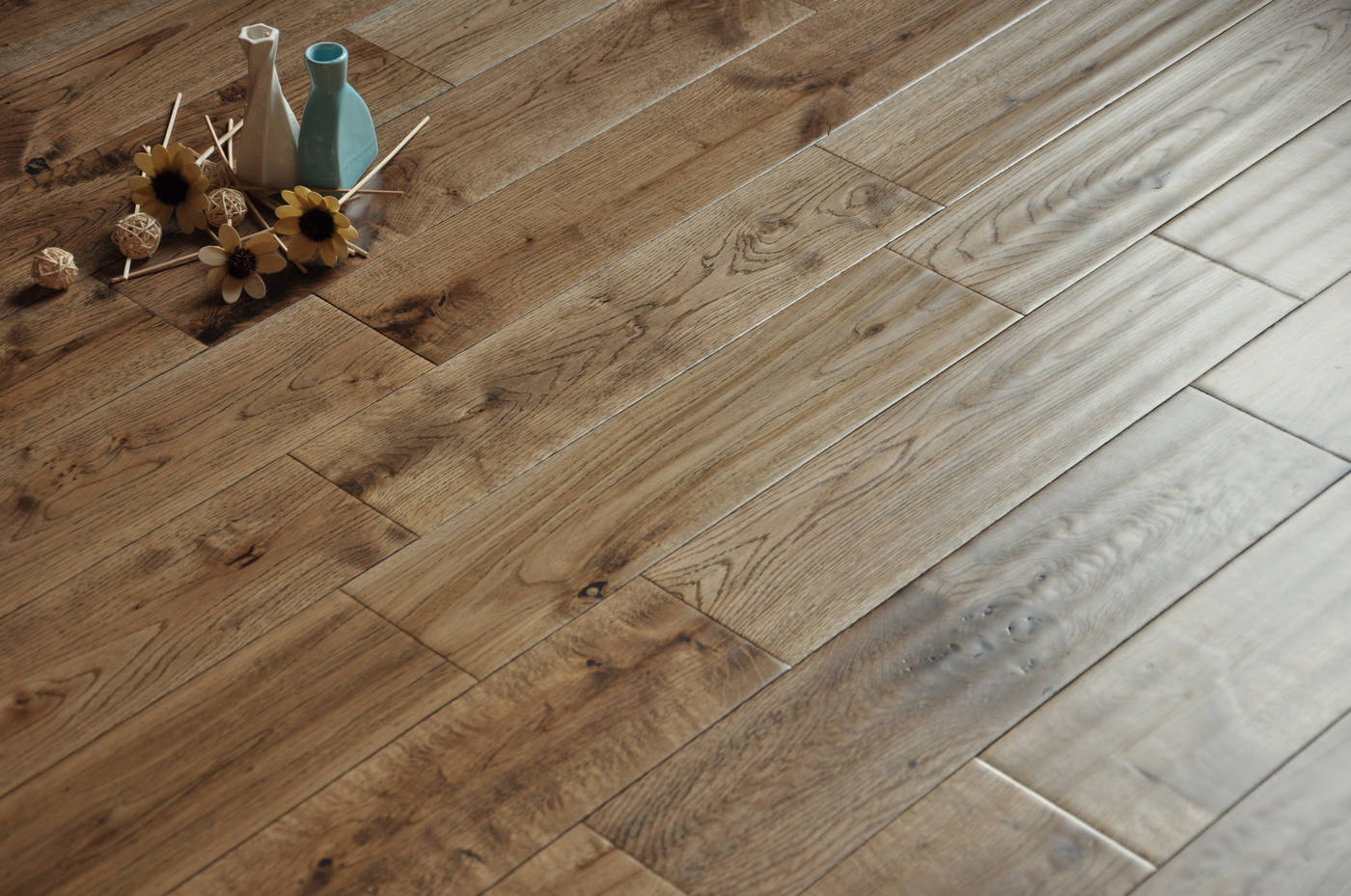 Character grade handscraped oak bosco for Real solid wood flooring
